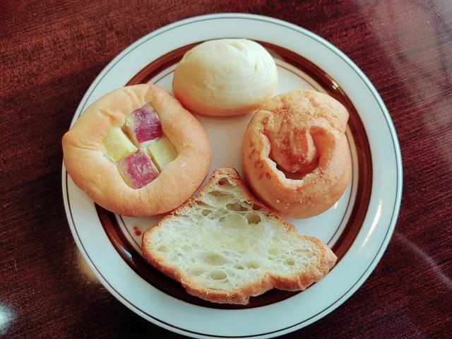スエヒロ館パン食べた2