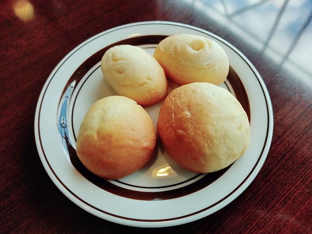 スエヒロ館パン食べた3